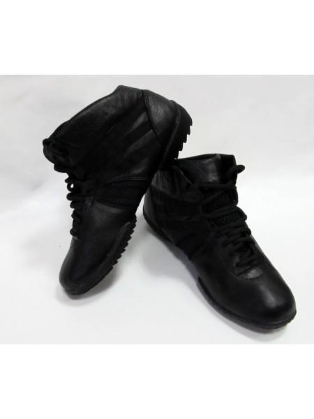 Высокие кроссовки с рифленой подошвой